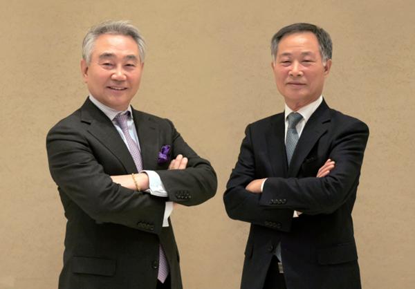 삼오제약 오성석 대표이사 사장(왼쪽)과 오장석 대표이사 회장<br>